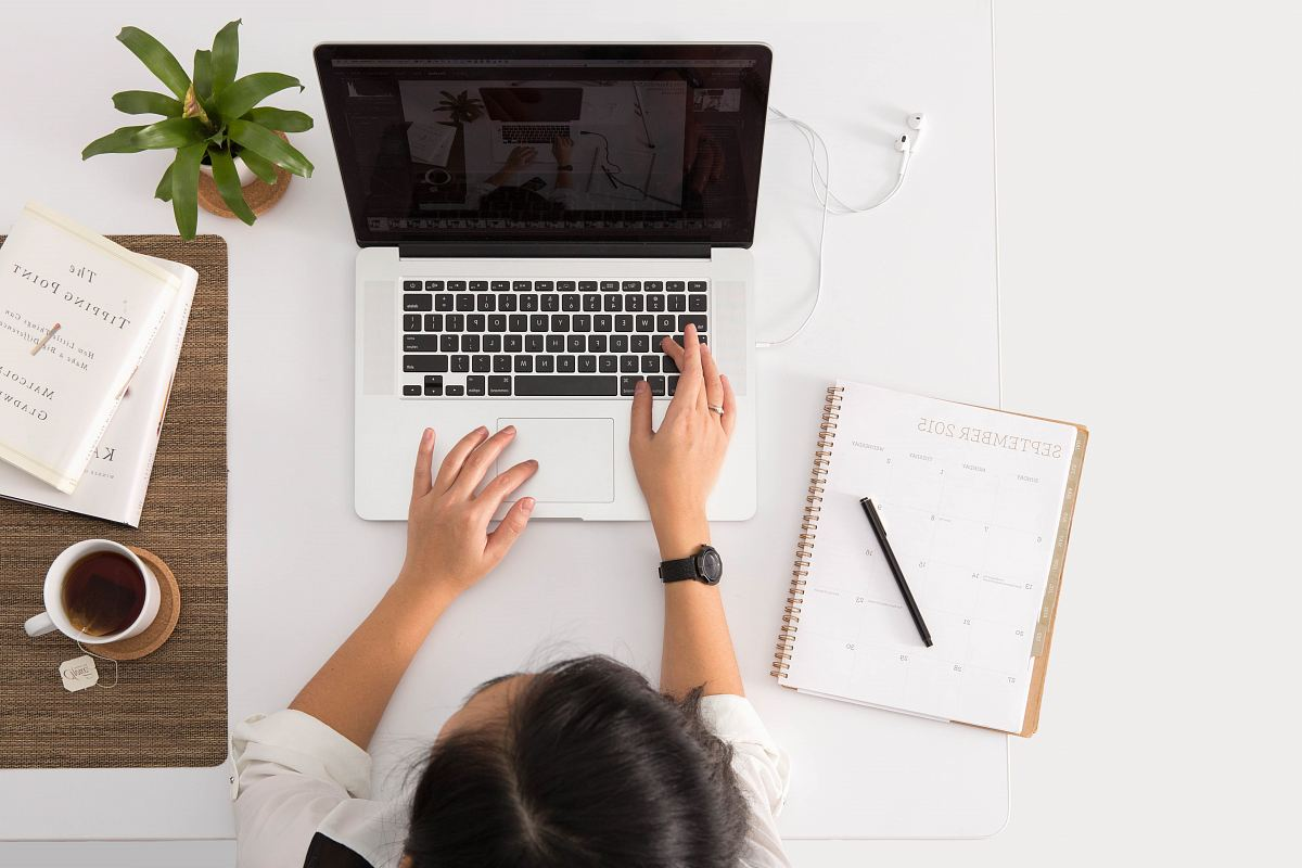 stock photos free  of person using MacBook Pro