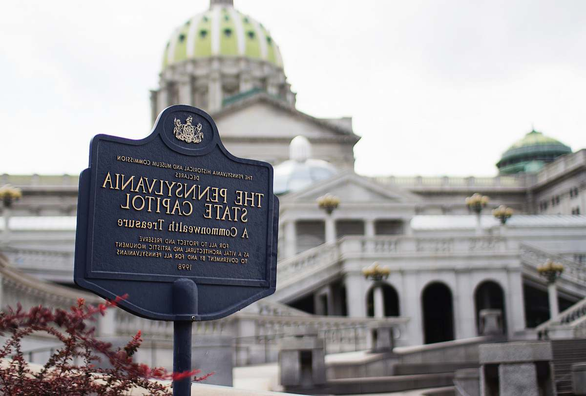 stock photos free  of architecture The Pennysylvania State Capitol signage dome