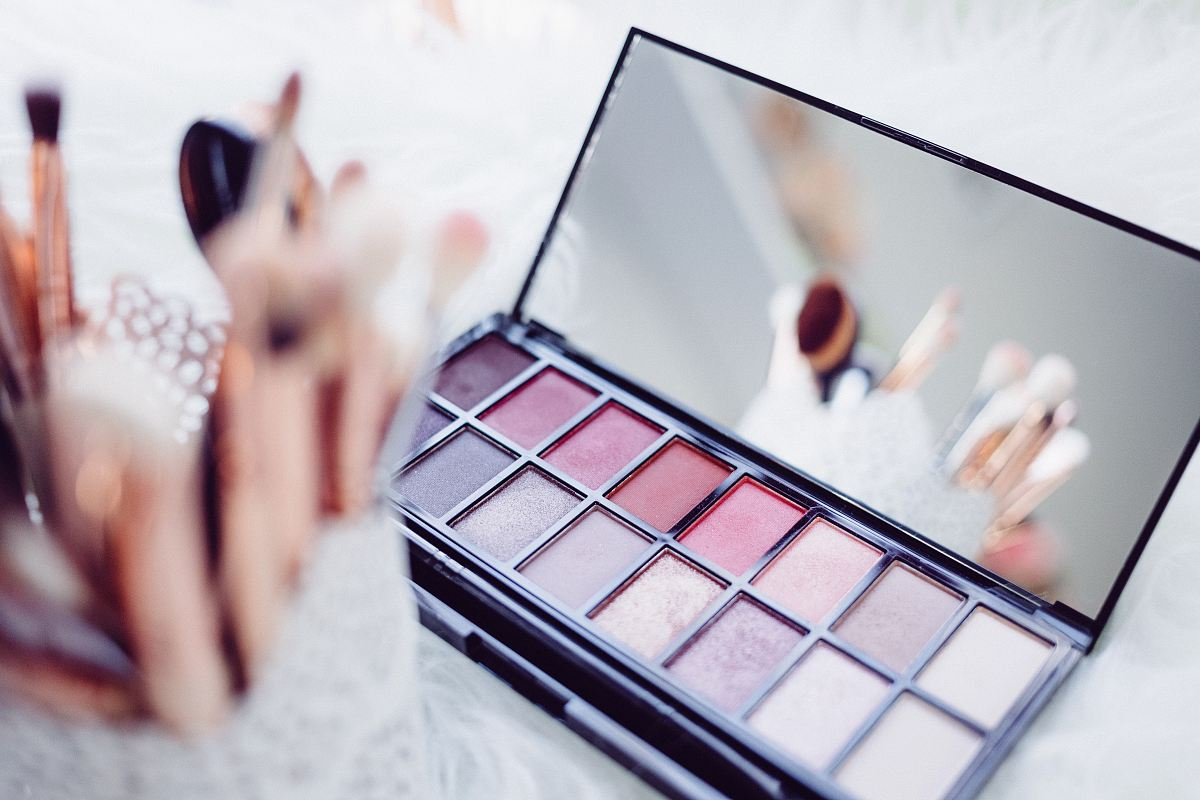 stock photos free  of selective focus photography of eyeshadow palette