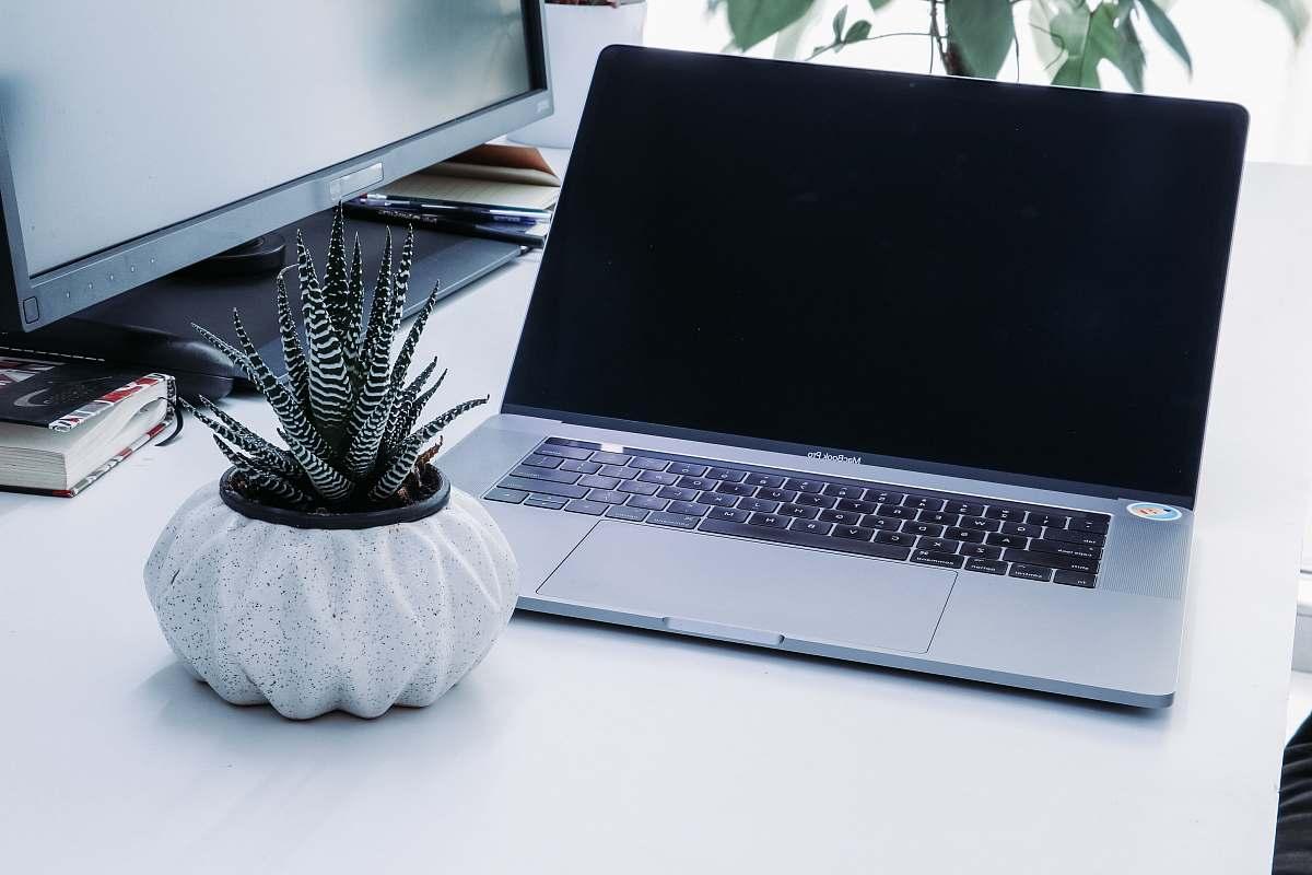 stock photos free  of electronics turned off MacBook pro laptop