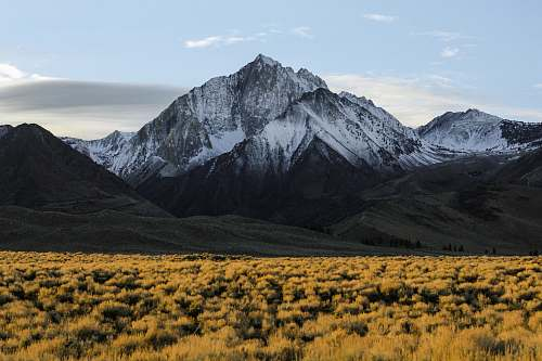 nature photography of a mountain during day time field