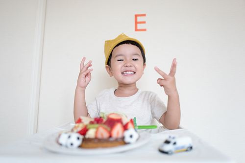 photo boy in front of cake and white car toy free for commercial use images