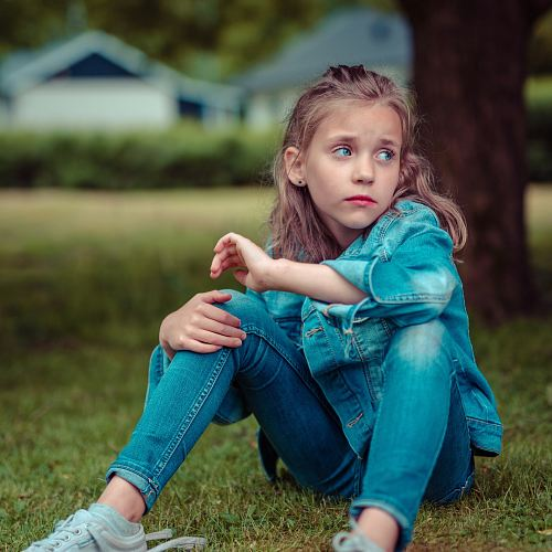photo selective focus photography of girl sitting near tree free for commercial use images