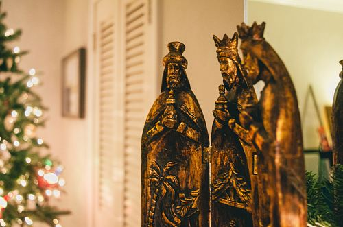 photo selective focus photography of religious figurines free for commercial use images