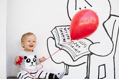 photo smiling toddler holding red balloon free for commercial use images