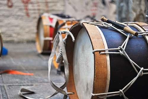 drum closeup photo of black drum percussion
