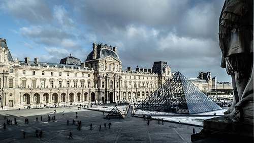 building Louvre Museum, Paris architecture