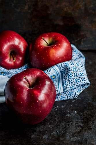apple three red apples food