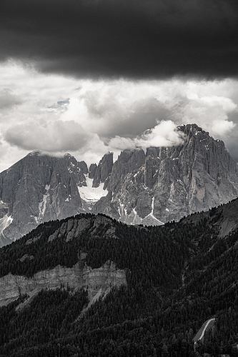 mountain under cloudy sky