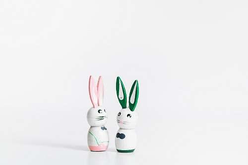 brussels two rabbit figurines belgique