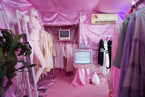 boutique pink interior stor furniture
