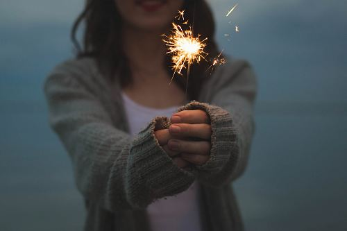 photo focus photo of a woman holding sparklers free for commercial use images