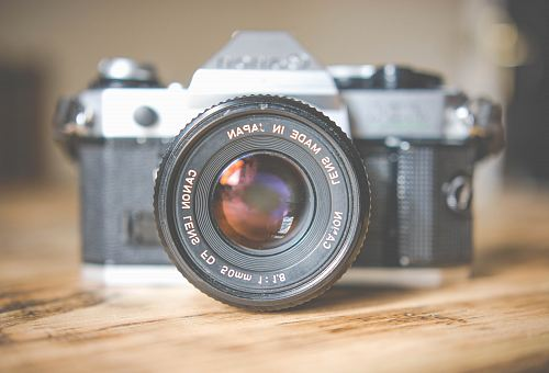photo gray and black DSLR camera in shallow focus photography free for commercial use images