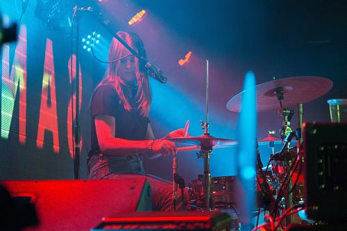 photo photo of woman playing drums free for commercial use images