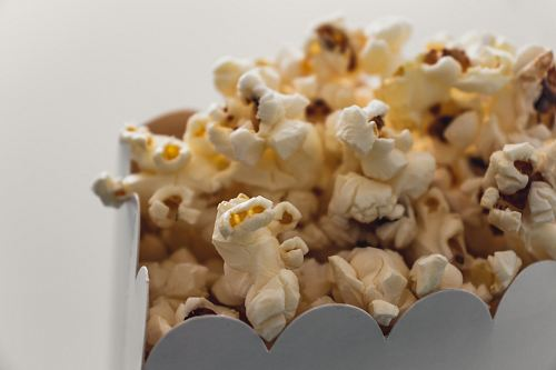 photo selective focus photography of popcorn free for commercial use images