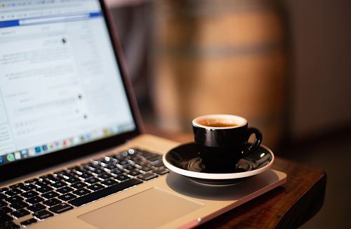 photo cup of coffee on laptop free for commercial use images