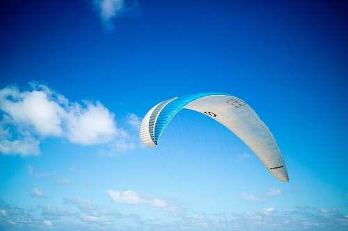 sky blue and white paragliding parachute