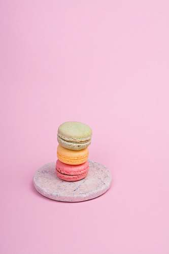 macaroon three French macaroons on plate pink