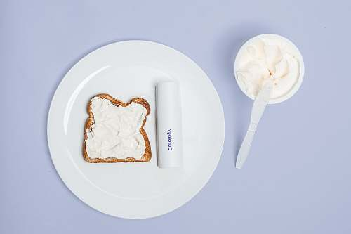 cream white plate creme