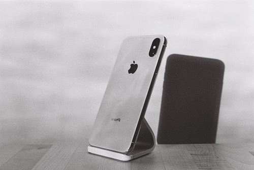 photo silver iPhone X on stand free for commercial use images