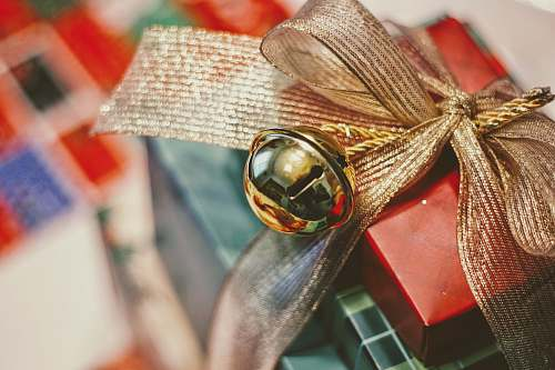 photo gift red and gold gift box closeup photography bell free for commercial use images