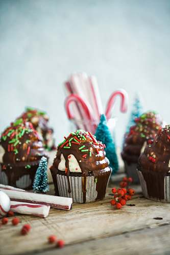 photo christmas cupcakes with sprinkles on table chocolate free for commercial use images