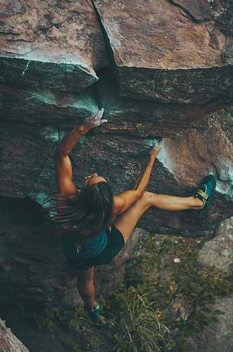 sport photo of woman climbing mountain climbing