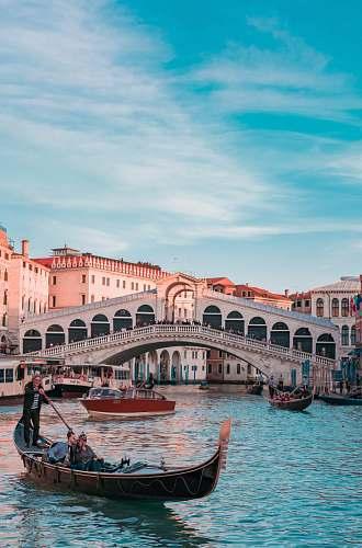 photo gondola Rialto Bridge, Venice Italy boat free for commercial use images