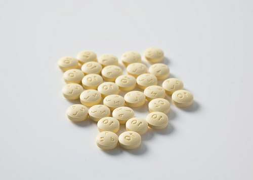 medical round yellow medication pill lot pill