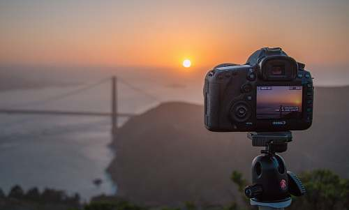 photo san francisco DSLR camera pointed on Golden Gate Bridge, San Francisco tripod free for commercial use images