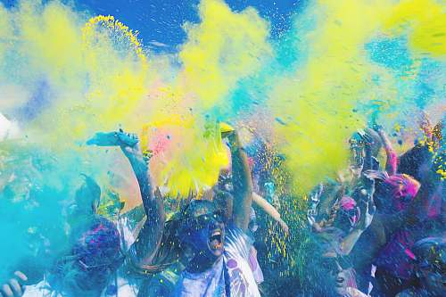 party people holding pouches with colored powders colour run