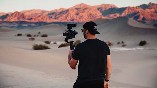 photo person man with gimbal in desert soil free for commercial use images