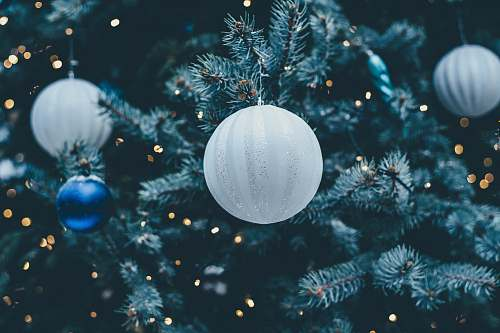 photo christmas wallpapers white bauble wallpaper free for commercial use images