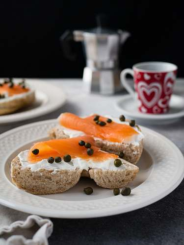 photo bagel tuna on bread with whip cream and pepper on round plate on top of table cup free for commercial use images