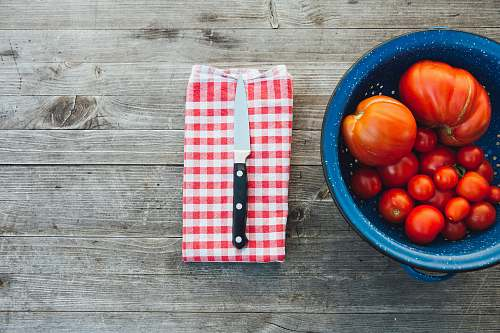 bowl silver knife with black handle tomato