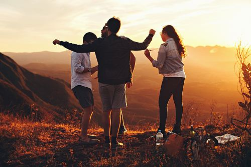photo four people standing on edge of mountain free for commercial use images