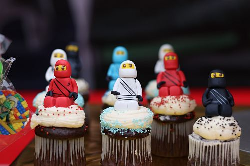 photo ninja cupcakes on table free for commercial use images