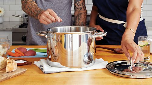 stainless steel cooking pot with lid