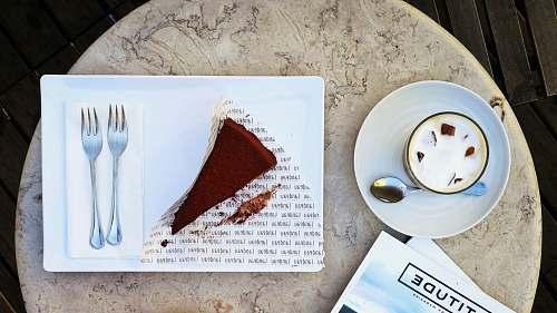 lisboa slice of cake on plate r. rodrigues de faria 105