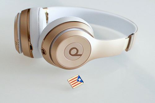 gold and white Beats headfphones