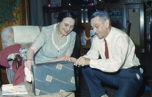 photo man and woman holding black box free for commercial use images