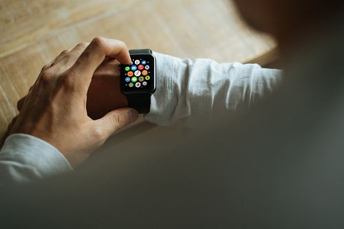 photo person holding Apple Watch with black Sport Band free for commercial use images