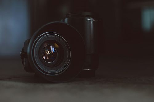 shallow focus photography of black DSLR camera lenses