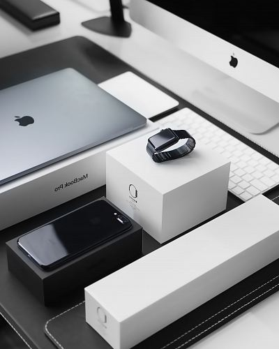 free for commercial use space black case Apple Watch, silver MacBook Pro, jet black iPhone 7 Plus, and silver iMac with corresponding boxes images