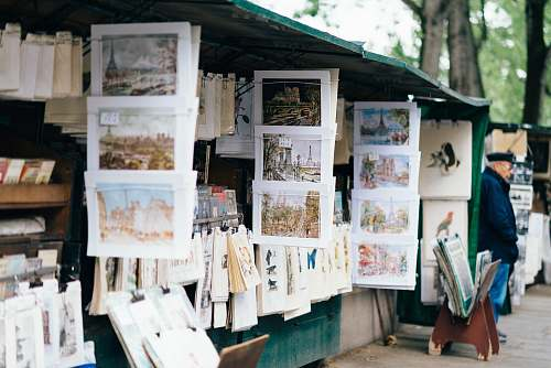newsstand white photo frames shop