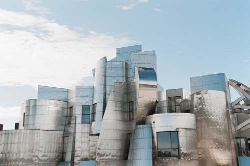 frederick r. weisman art museum blue and white concrete building under blue sky during daytime east river parkway