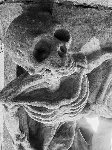 black-and-white human skeleton sculpture
